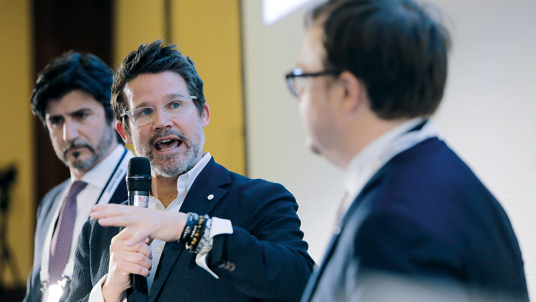 """Rozhovor s Dr. Seanem K. Carlsonem:  """"Trojrozměrné technologie se stanou standardem péče"""""""