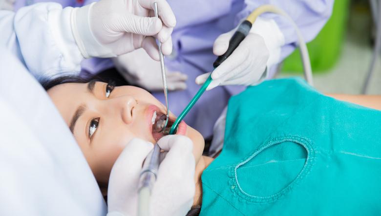新加坡人对高昂的牙科保健费用表示担忧