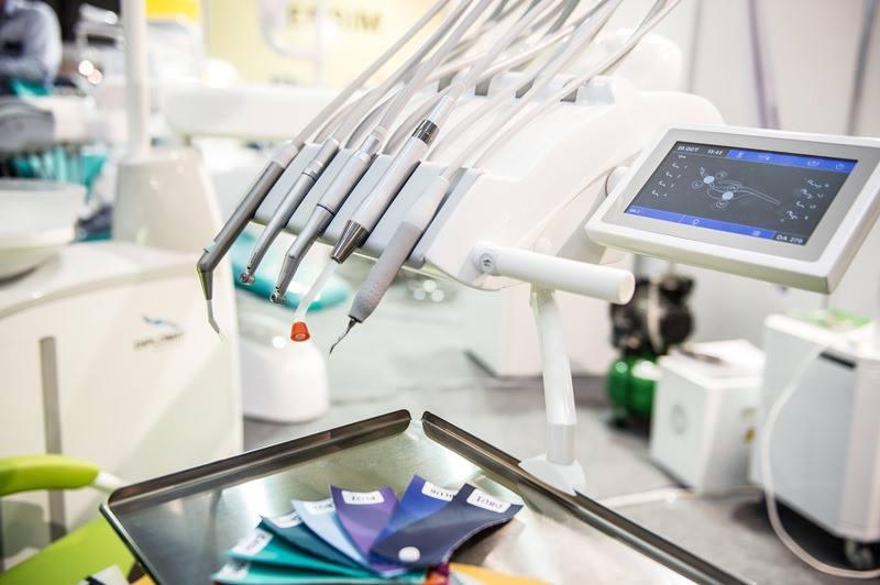 Tehnologie dentară de top și companii expozante de renume la DENTA II.