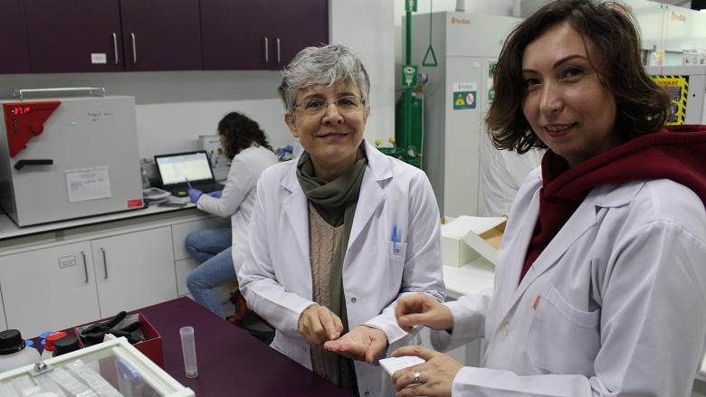 """Prof. Dr. Afife Binnaz Yoruç Hazar: """"Dental Restoratif Alanında  Türkiye 5 Yılda Söz Sahibi Olacak"""""""