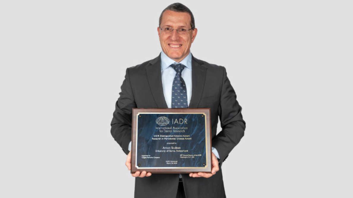 Prof. Anton Sculean recebe o principal prêmio de pesquisa periodontal