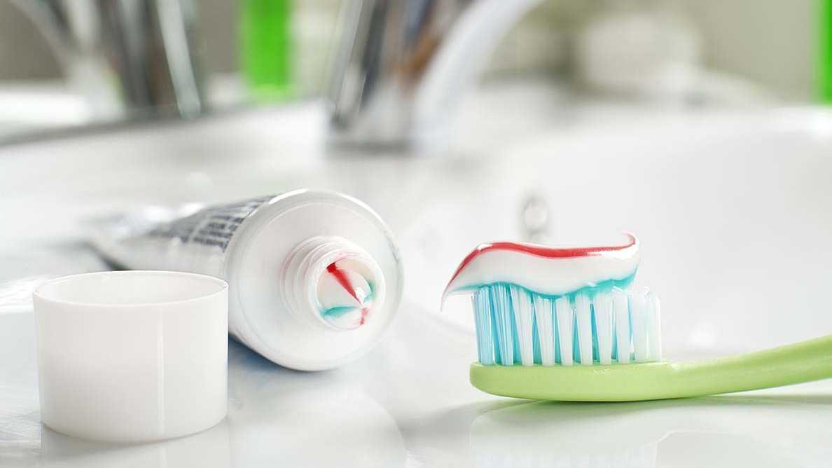 Dwutlenek tytanu w pastach do zębów i gumie do żucia może negatywnie wpływać na zdrowie ludzi