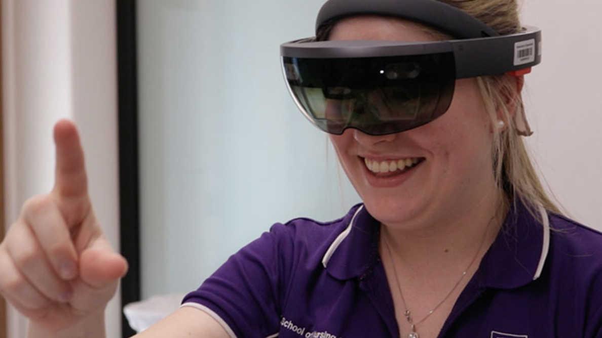 Hammaslääketieteen opiskelijat tutustuvat uuteen opetusteknologiaan