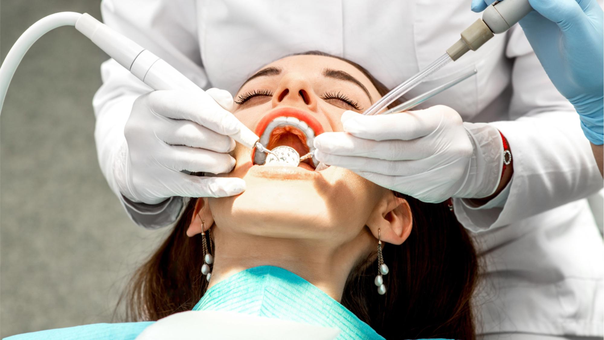 """""""Namera mi je bila da razbijem ovaj tabu"""" – istraživači razvijaju ergonomični grudnjak za zubarke"""