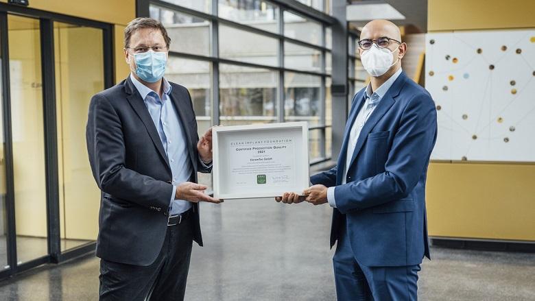 Neue Auszeichnung für hohen Produktionsstandard von keramischen Zahnimplantaten