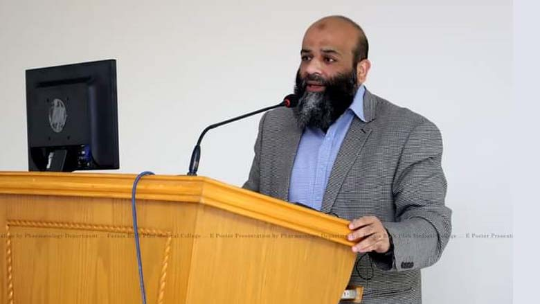 Dr Nabeel Baig guides students through formulating research question