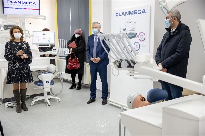 Primele unități de simulatoare Planmeca din România oferă noi posibilități pentru educația dentară