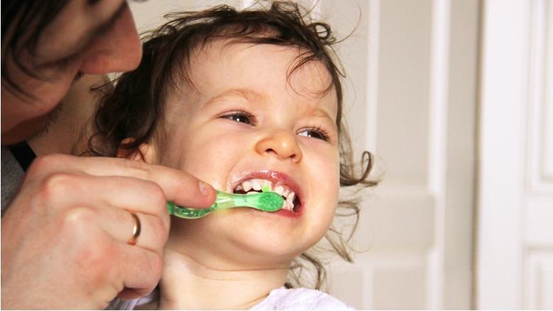 Zahoďme nefunkční modely prevence postavené na fluoridech a začněme skutečně čistit