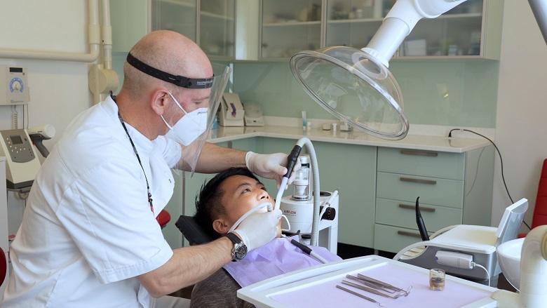 """Luftreiniger sind für Zahnarztpraxen in der SARS-CoV-2-Pandemie """"faktisch unumgänglich"""""""