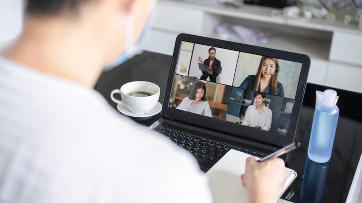 Rozmowy video wpływają na świadomość uśmiechu